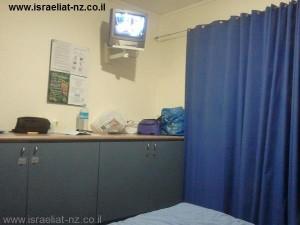 אפילו טלוויזיה קטנה היתה לנו בחדר